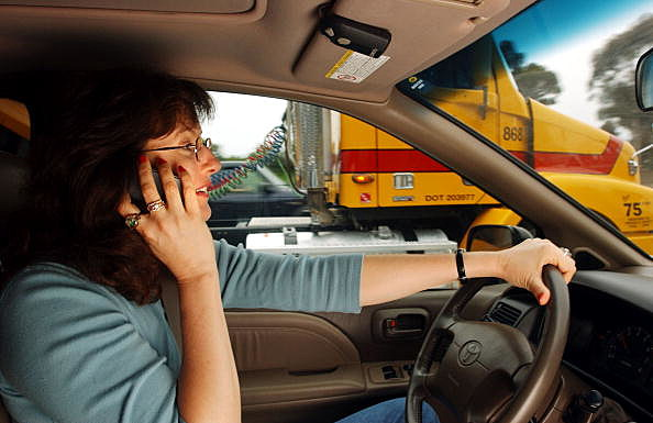 using cell phones while driving essays Cell phone use should be banned while driving in 2005 in the uk 13 deaths and over 400 injuries were attributed to accidents where drivers were using cell phones.