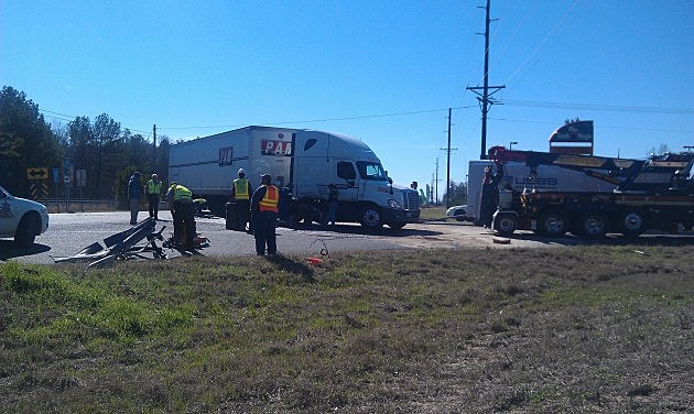 Pickup hits 18-wheeler in northern Caddo Parish