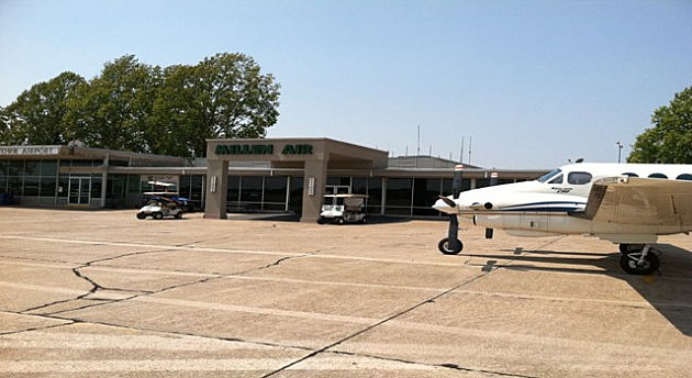 photo of Downtown Airport terminal