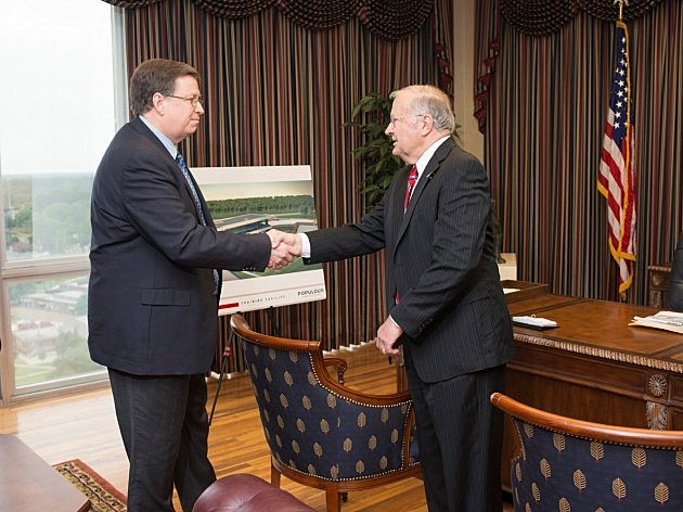 photo of Dr. Dan Reneau handing over the office keys to Dr. Les Guice