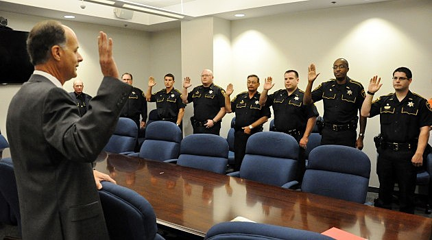 photo of Sheriff Whittington swearing in new deputies