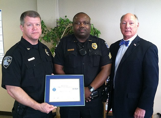 photo of Deputy Chief Daryl Worley receiving award
