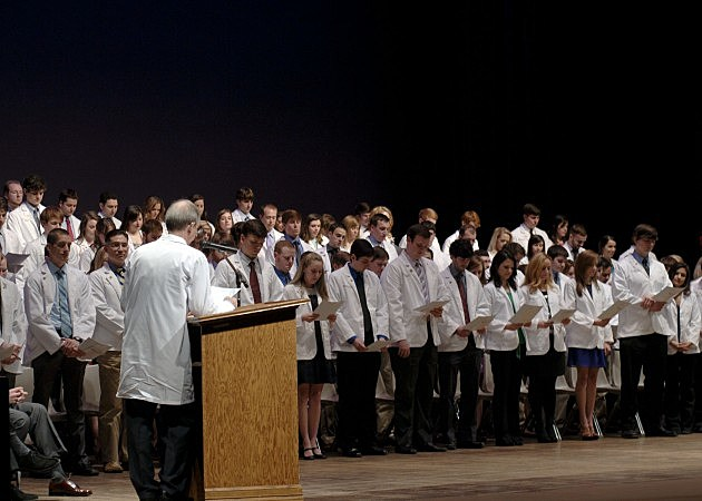 photo of 2013 med school students reciting oath