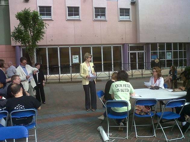 photo of DDA Director Liz Swaine briefing Pop-Up business owners