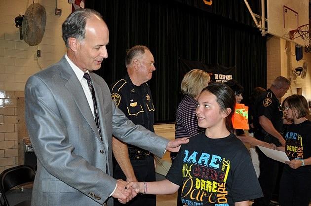 Sheriff Whittington congratulates graduating D.A.R.E. student