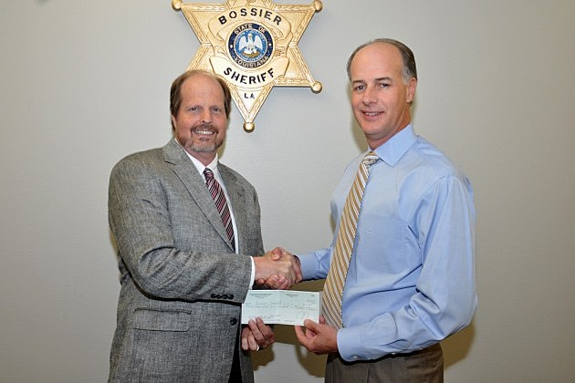 photo of Joe Pulliam presenting check to Sheriff Whittington