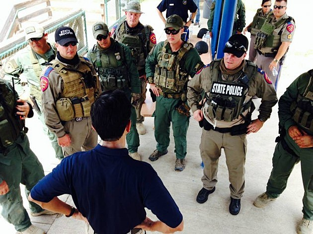 photo of Governor Jindal at Texas-Mexico border