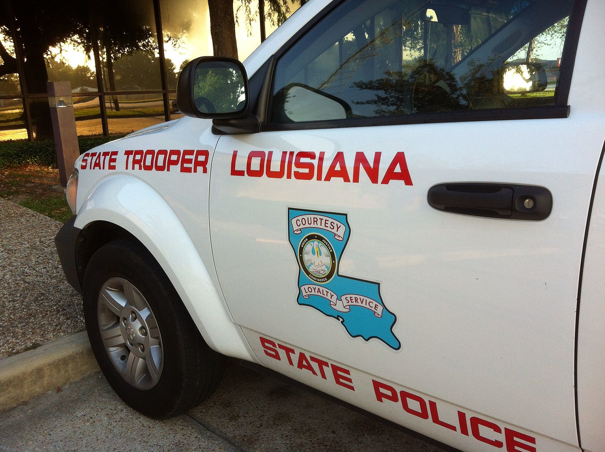 LA-State-Police-vehicle-5-photo-by-KPEL